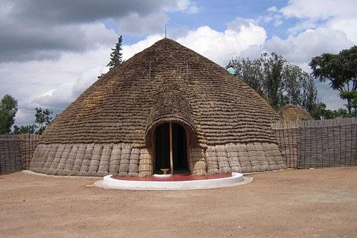 800px-Rwanda_Nyanza_Mwami_Palace3
